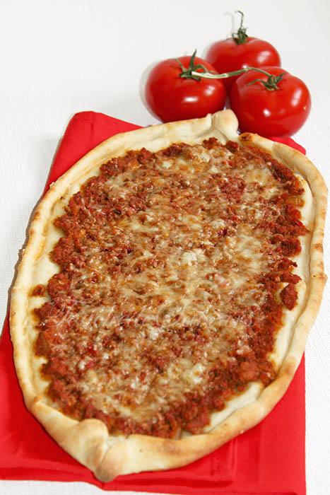 Lahmacun pizza turque