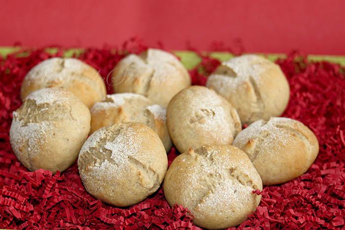 Petits pains complet carrés frais