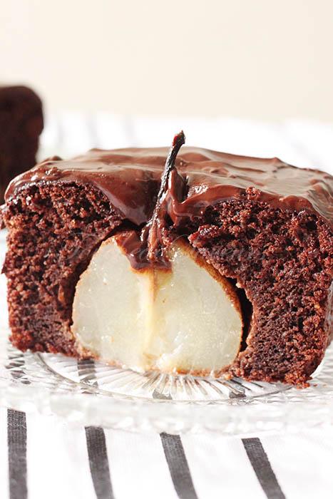 Gâteau chocolat amande poires entières2