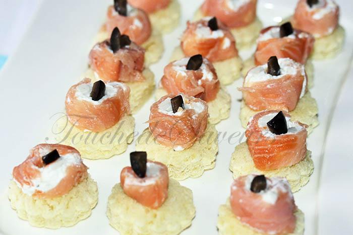 Roulés au saumon carrés frais surimi façon toasts