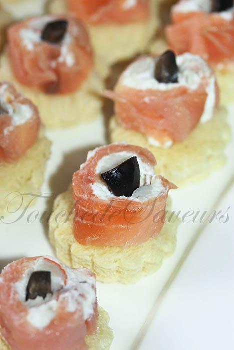 Roulés au saumon carrés frais surimi façon toasts1