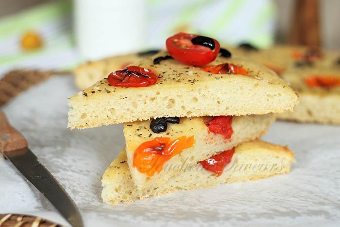 Focaccia pomme de terre tomate olive