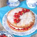 Sponge cake fraises