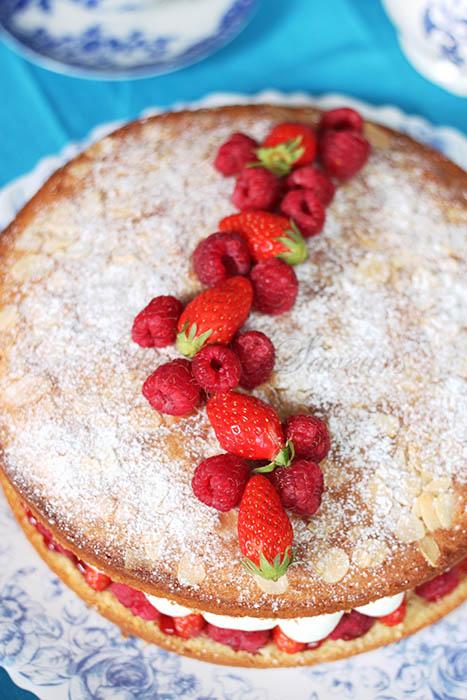 Sponge cake fraises1