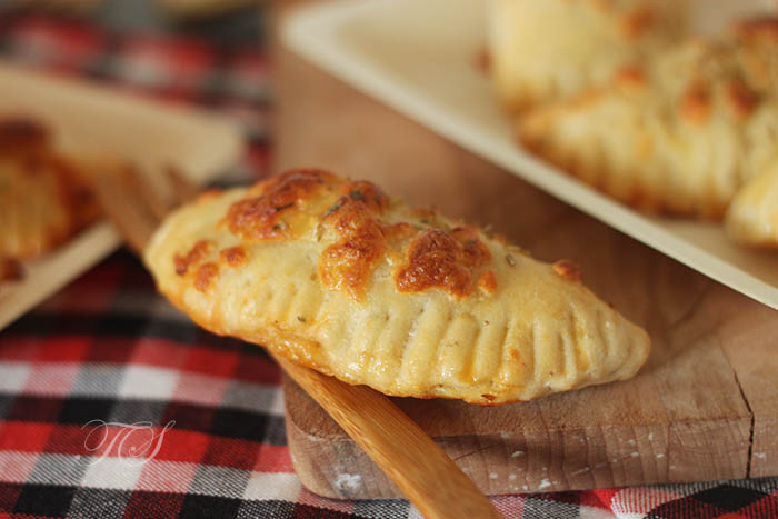 chaussons-thon-tomate-mozzarella2